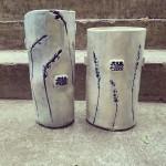 baltai-melynos-vazos-silko-keramika